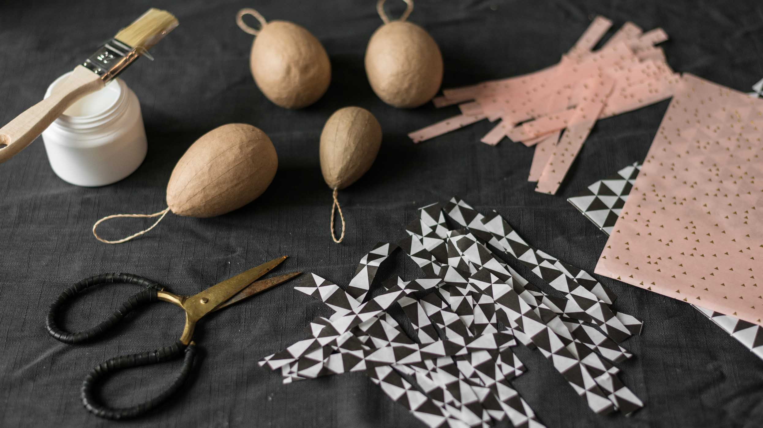 Ostern, Easter, DIY, Bastelideen, Idee, Anhänger, do it yourself, Ast, Schmuck, Feder, freemindedfolks, selbstgemacht, slow living, hygge