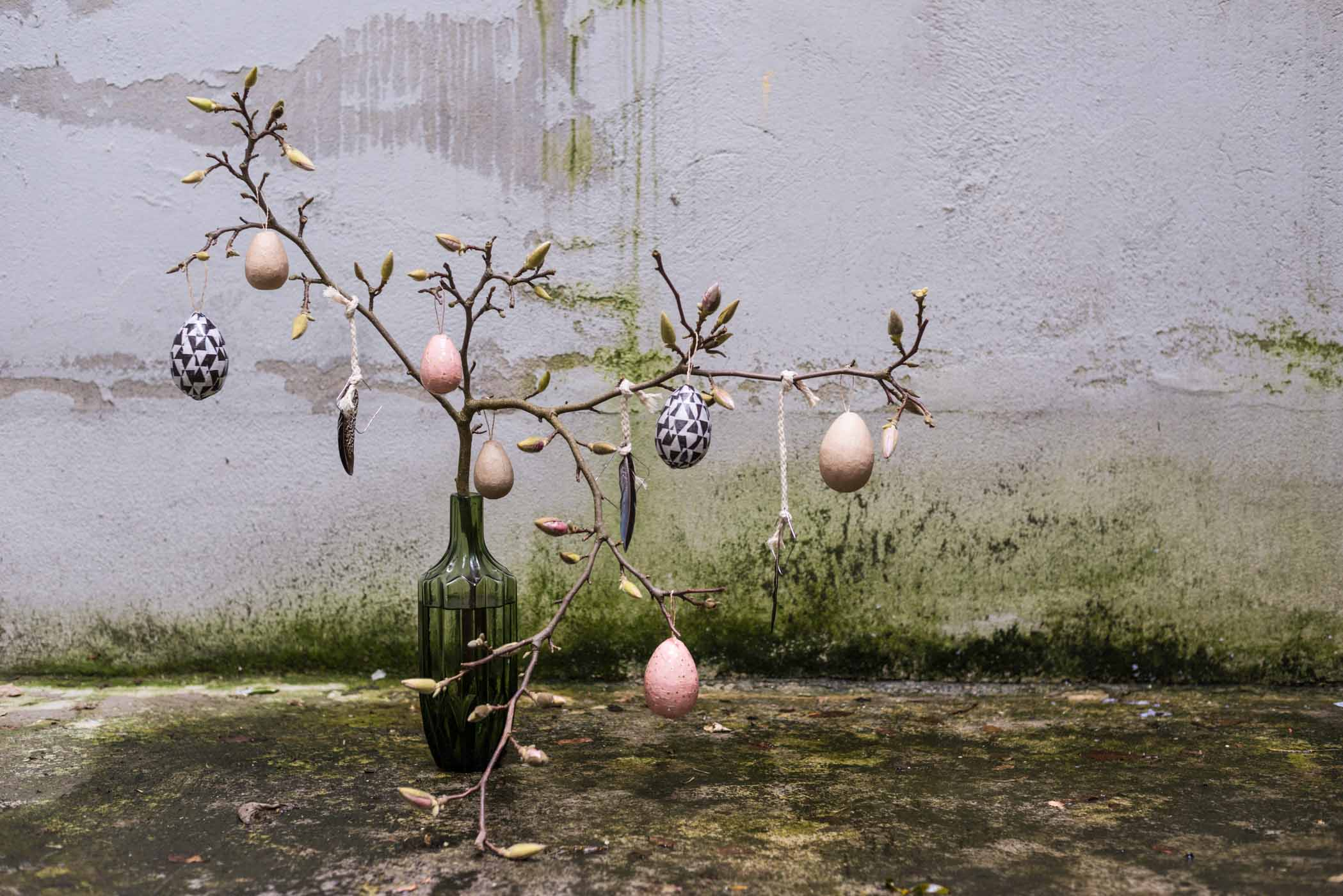 Einfache Osterdeko, Ostern, Easter, DIY, Bastelideen, Idee, Anhänger, do it yourself, Ast, Schmuck, Feder, freemindedfolks, selbstgemacht, slow living, hygge