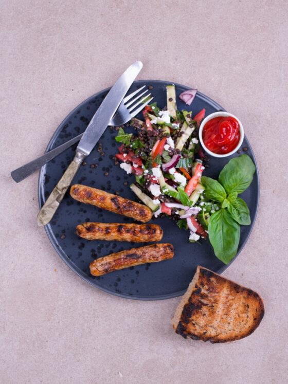Vegetarische Bratwurst aus Seitan | FREE MINDED FOLKS