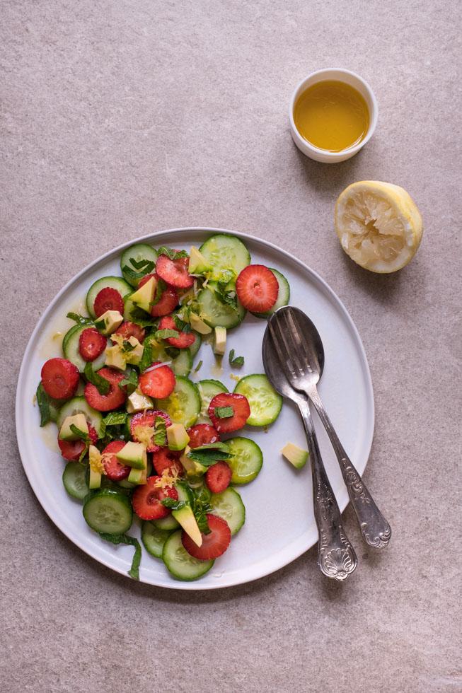 Gurkensalat Rezept mit Erdbeeren |FREE MINDED FOLKS