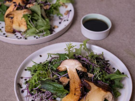 Herbstlicher Salat mit Steinpilzen und Walnuss-Dressing   FREE MINDED FOLKS