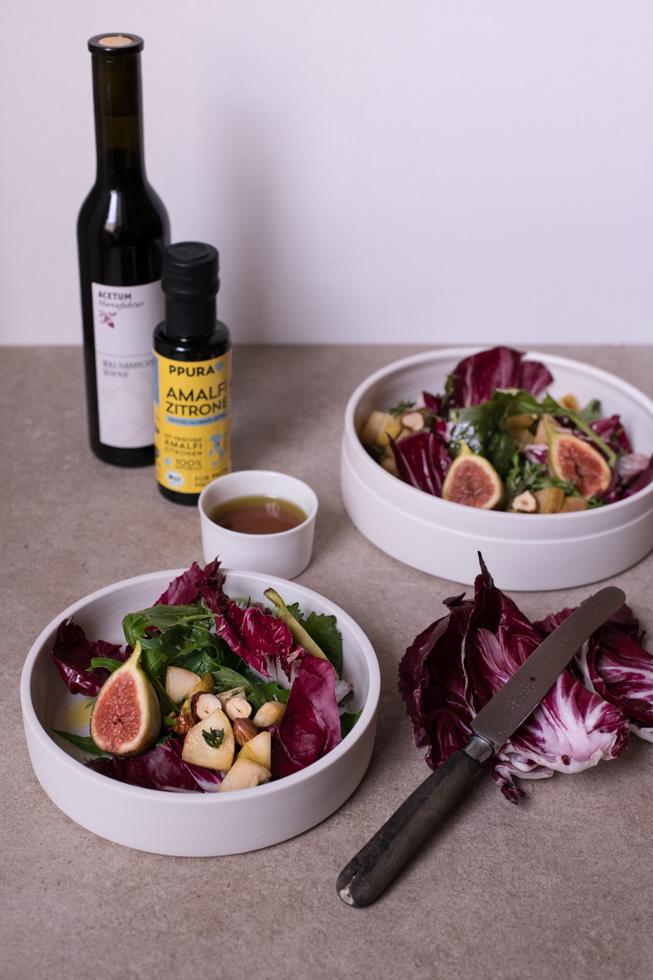 Radicchio Salat mit Birne, Haselnuss und Birnenvinaigrette | FREE MINDED FOLKS